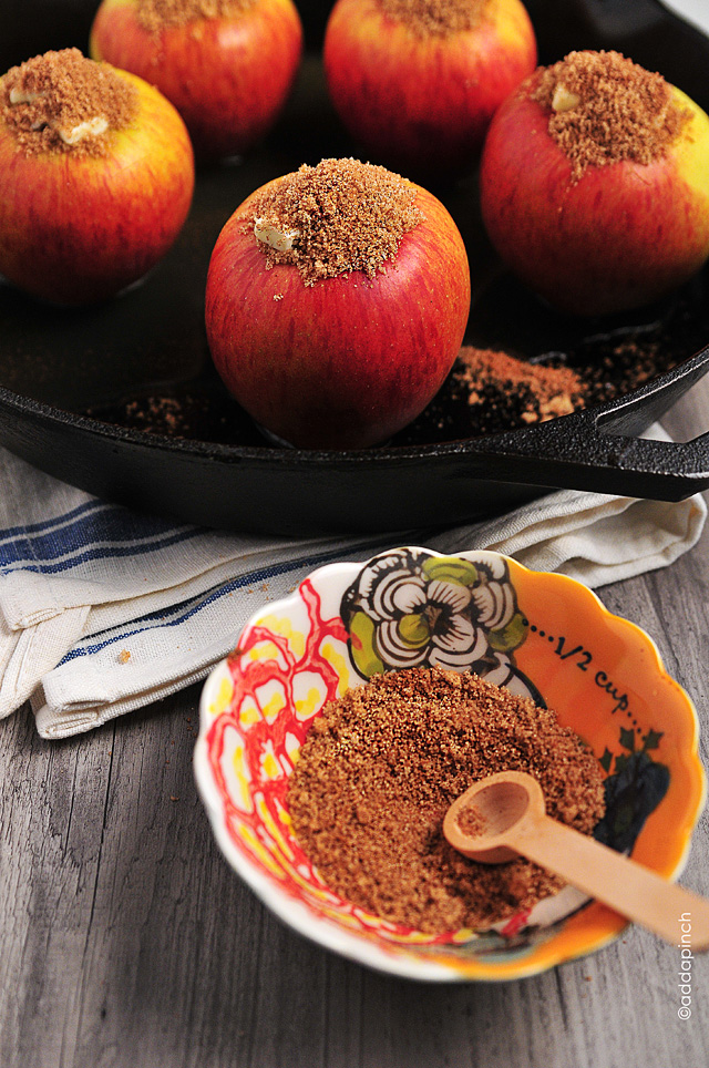 Baked Apples Recipe from addapinch.com