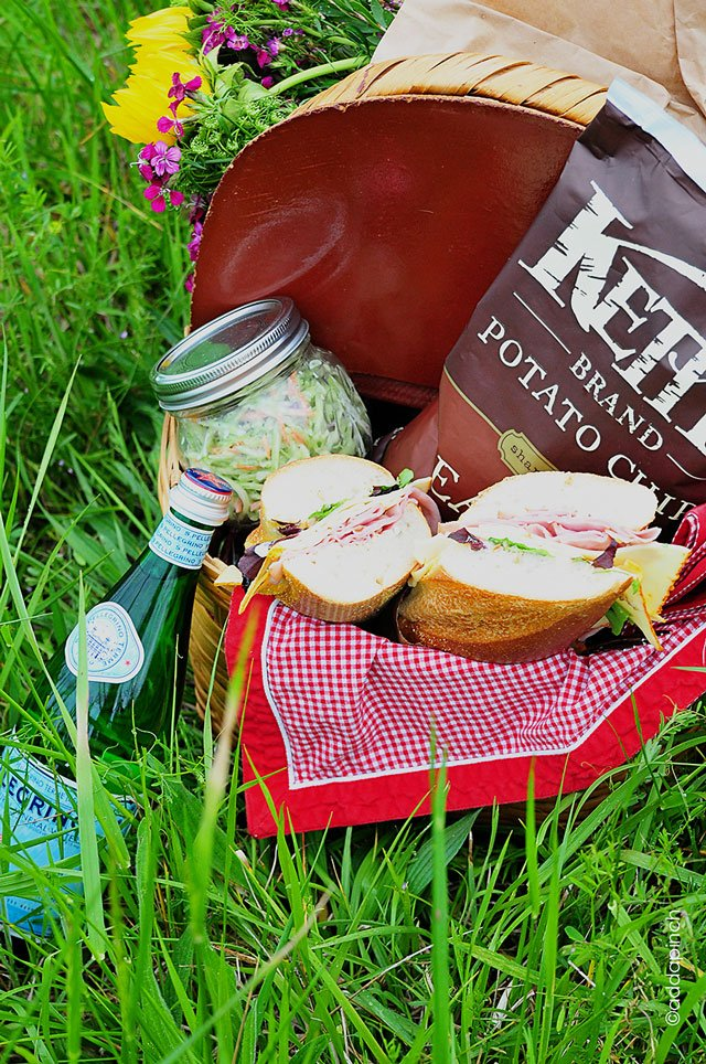 A Simple, Perfect Picnic | ©addapinch.com
