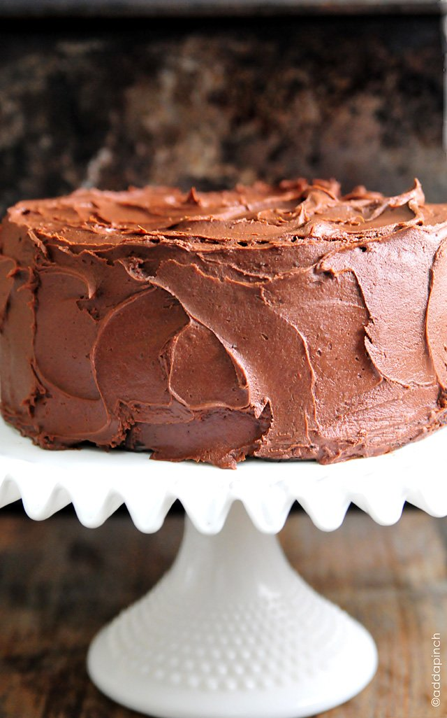 Old Fashioned Chocolate Cake With White Frosting