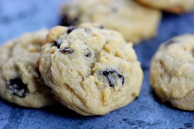 Soft Oatmeal Raisin Cookies Recipe | addapinch.com