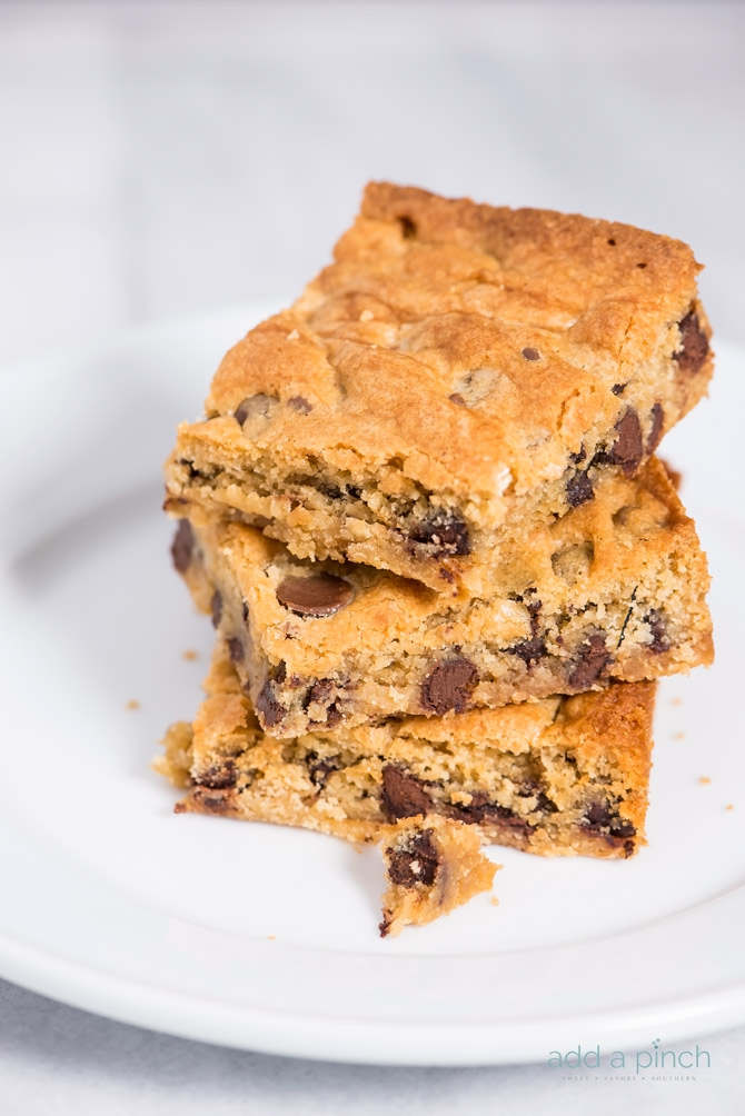 This chocolate chip blondies recipe makes a delicious, sweet treat or dessert. Filled with chocolate chips, this simple blondie recipe will become a favorite! // addapinch.com