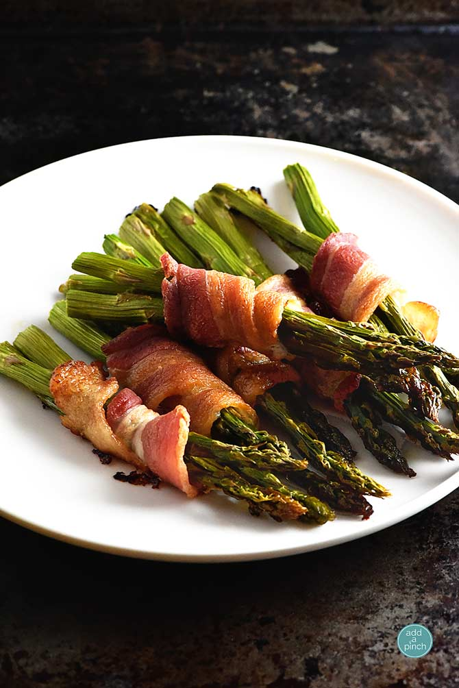 How to make baked asparagus wrapped in bacon