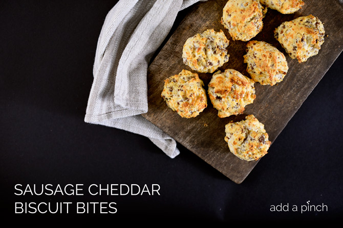 These sausage cheddar biscuit bites are a quick and easy, yet oh so delicious biscuit recipe your whole family is sure to love! // addapinch.com
