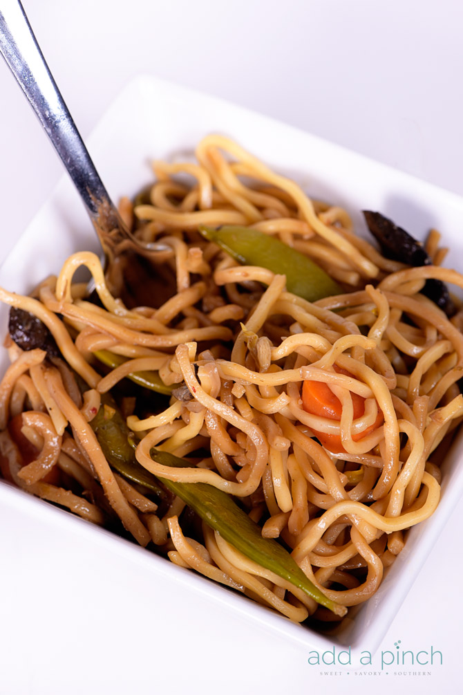 Easy Lo Mein Recipe - This Lo Mein recipe makes a quick and easy meal or filling side dish! A take-out favorite, this lo mein recipe is even better at home! // addapinch.com