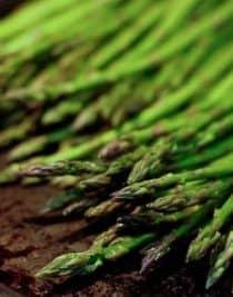 roasted asparagus recipe | ©addapinch.com