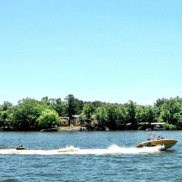 lake-tubing