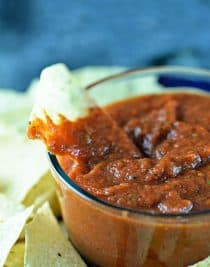 Easy Restaurant Style Salsa Recipe - This salsa recipe is easy to make in minutes! No cooking required for this fresh, delicious restaurant style salsa recipe! // addapinch.com