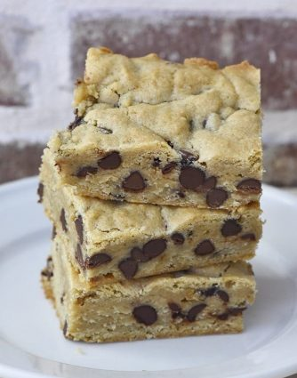 Chocolate Chip Blondies Recipe - This chocolate chip blondies recipe makes a delicious, sweet treat or dessert. Filled with chocolate chips, this simple blondie recipe will become a favorite! // addapinch.com