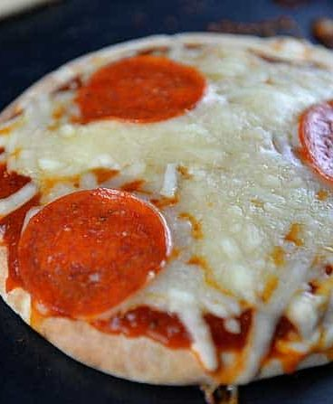 15 Minutes Pizza Recipe from addapinch.com