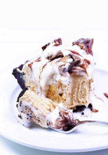 Peanut Butter Pie Recipe -A simple, no-bake peanut butter pie recipe that is perfect for the peanut butter lover! // addapinch.com