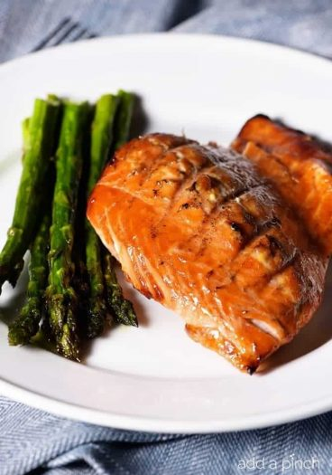 This orange salmon recipe makes a delicious, quick and easy weeknight meal perfect for family suppers or when entertaining! // addapinch.com