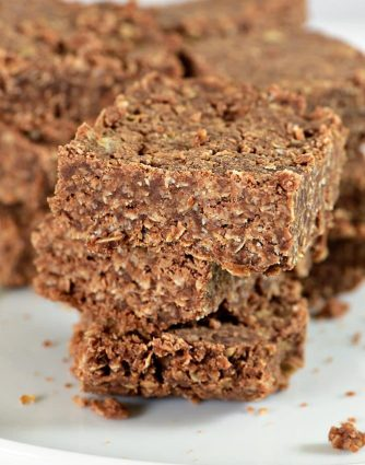 These No Bake Cookie Bars are so simple to make and even more delicious to eat! Made of oats, chocolate, and coconut, these no bake cookie bars are a favorite! // addapinch.com