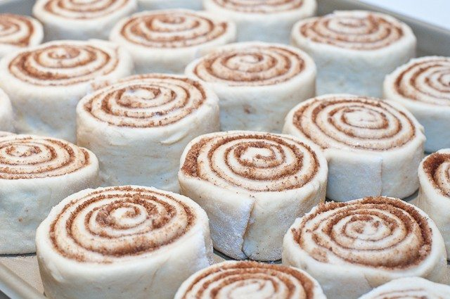 Bart's Cinnamon Rolls - This cinnamon roll recipe produces perfectly light and fluffy cinnamon rolls every time! So simple to make, this is a family favorite cinnamon roll recipe! // addapinch.com