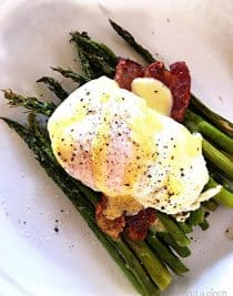 Eggs Benedict with Asparagus Recipe - This Eggs Benedict with Asparagus makes a delicious recipe for breakfast, brunch or even a light supper! // addapinch.com