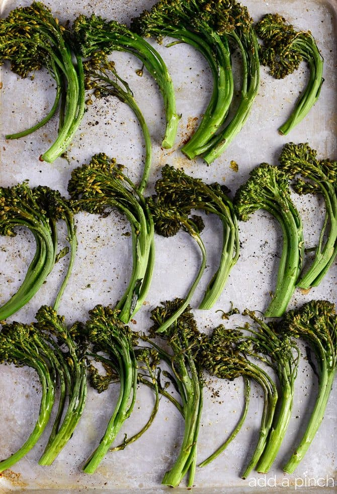 Roasted Broccolini Recipe - This Roasted Broccolini recipe makes a quick and easy side dish recipe perfect for weeknight meals! One simple step makes your broccolini tender and tasty! // addapinch.com