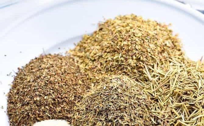 Italian Seasoning Mix Recipe - Italian Seasoning Mix makes a great seasoning mix to keep on hand in your pantry. A delicious savory addition to so many Italian dishes from spaghetti to lasagna or to sprinkle on chicken! It is an essential! // addapinch.com