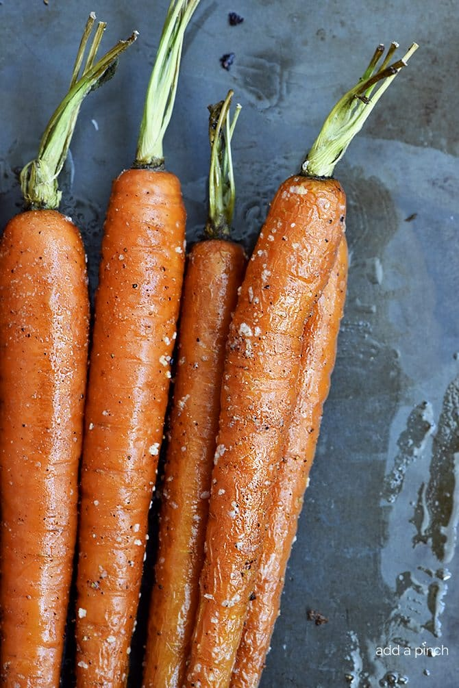 Garlic Roasted Carrots Recipe - Garlic Roasted Carrots recipe make a quick, easy and delicious carrot recipe! The perfect side dish for easy weeknights as well as when entertaining! // addapinch.com