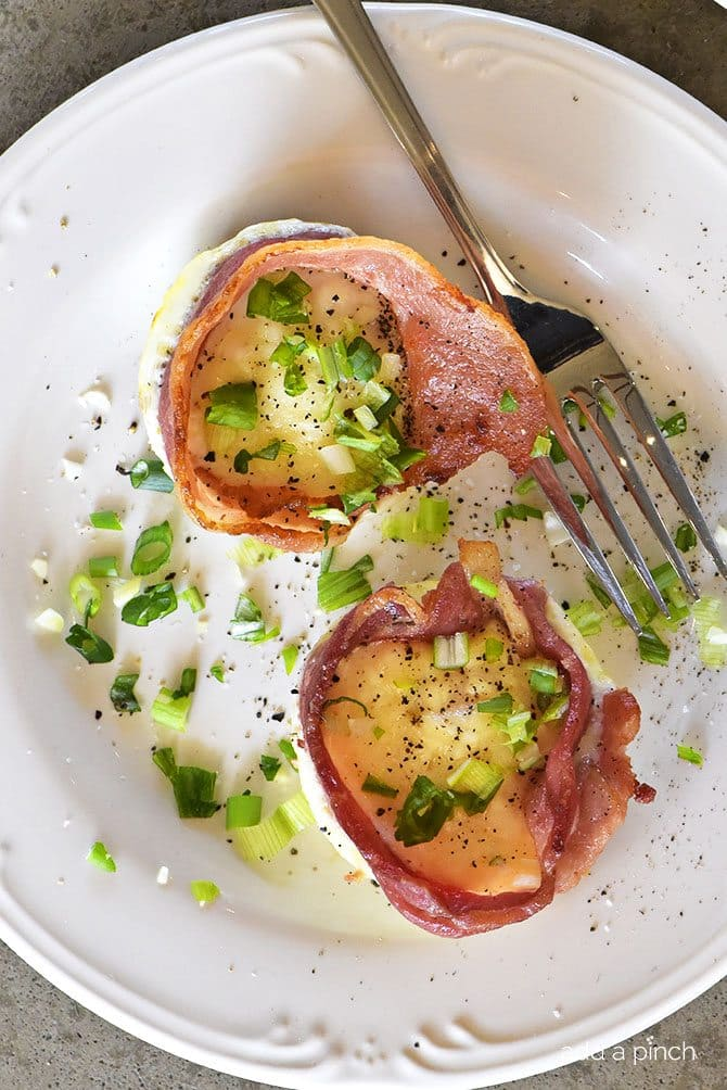 Bacon Egg Cups Recipe - Bacon Egg Cups make a delicious recipe perfect for serving for breakfast, brunch or snack! Great to make for a crowd or to make ahead and reheat for busy mornings! // addapinch.com