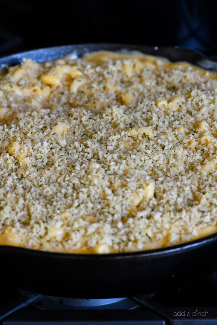 Skillet Mac and Cheese Recipe - Mac and Cheese is the ultimate comfort food! This easy cheesy sauce combined with macaroni and a buttery, crunch topping makes for the creamiest Mac and Cheese! // addapinch.com