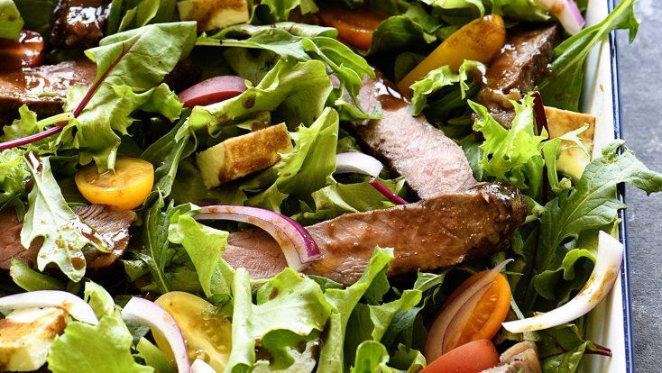 Balsamic Steak Salad Recipe -A hearty balsamic steak salad recipe is served with lots fresh vegetables, mozzarella, fresh basil and a Homemade Balsamic Vinaigrette.// addapinch.com