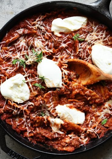 Skillet Lasagna Recipe - This quick and easy recipe is the perfect weeknight solution for the lasagna lover! Made in one pan, this skillet recipe is a definite favorite! // addapinch.com