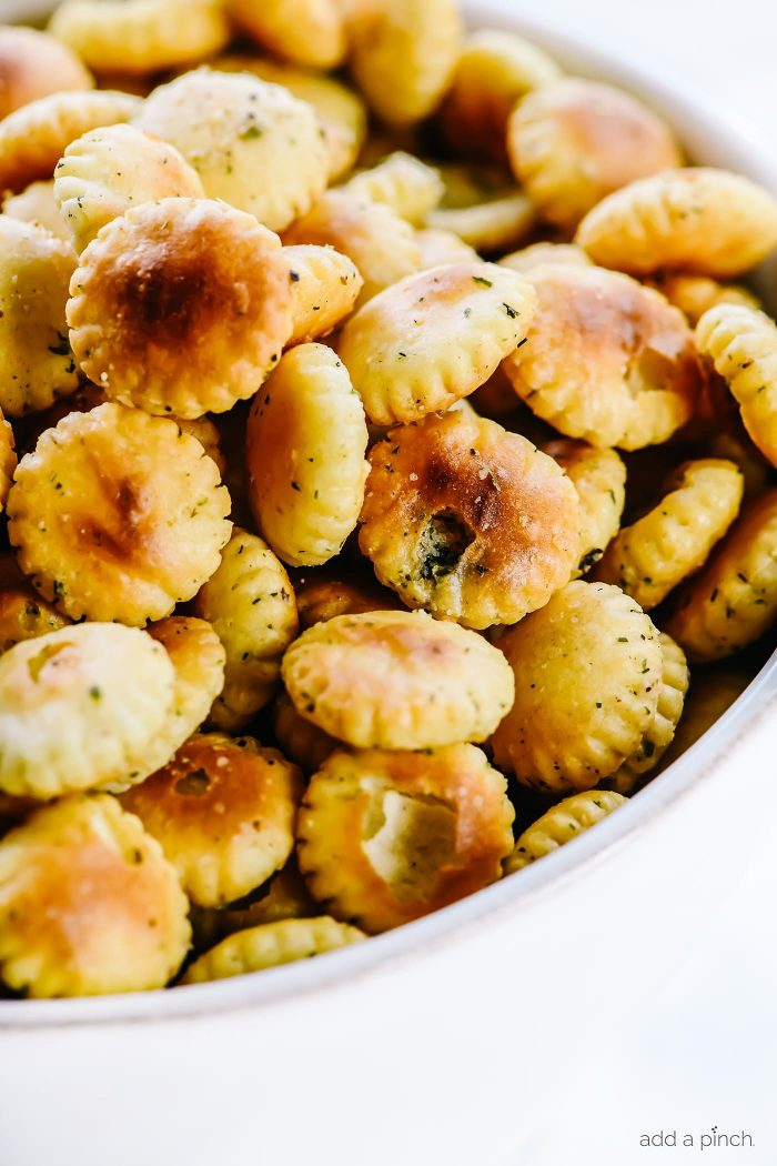 Ranch Oyster Crackers Recipe - Quick, easy and absolutely addictive, these delicious ranch crackers make the perfect nibble or snack! // addapinch.com