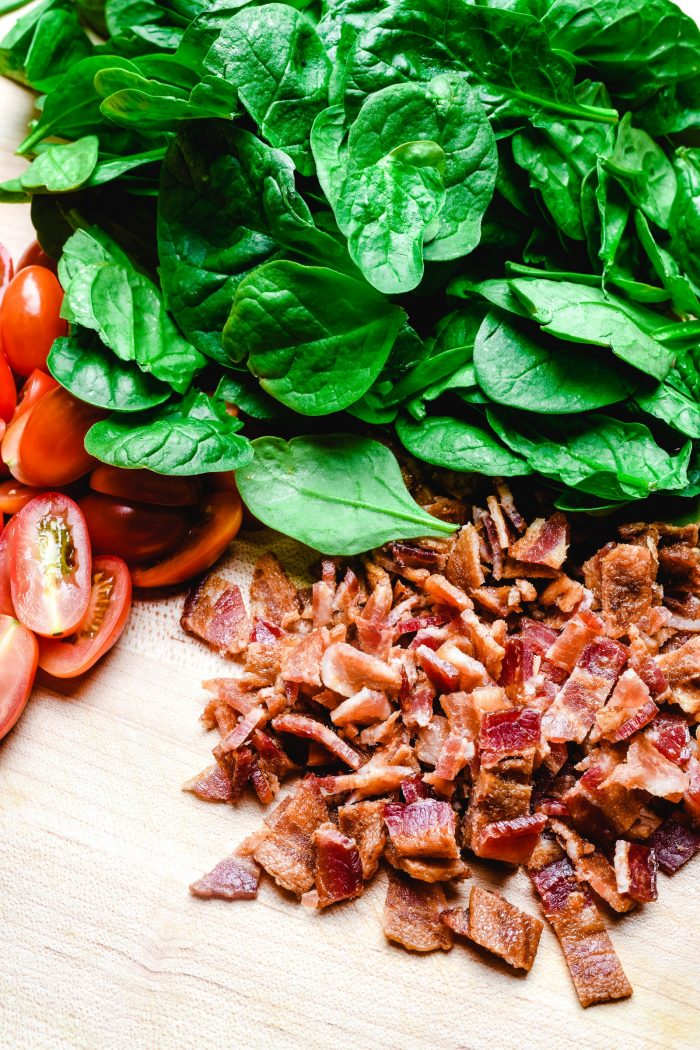 BLT Pasta Salad Recipe - Everyone's favorite bacon, lettuce, and tomato has a fresh spin in this pasta salad recipe. Perfect for lunch or a light supper! // addapinch.com