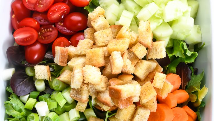 This simple salad recipe makes the best house salad that goes with anything! Made with simple greens and add-ins, this is the side salad of all side salad recipes! // addapinch.com